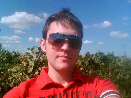Korisničko ime: Gogi Godina: 28 Grad: Inđija / Srbija O sebi: Biseksualno opredeljen. Volim da putujem, volim da upoznajem nove ljude, avanturista sam. Tražim drugare ili iz Srbije, voleo bih da mi se neko javi. Želiš da me bolje upoznaš? […]