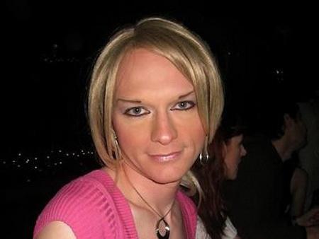 Korisničko ime: Jasmina Godina: 36 Grad: Zaječar / Srbija O sebi: Dugo sam krila ono što jesam, i tome je došao kraj. Napokon sam se oslobodila i priznala svima da sam transvestit. Naravno, odmah sam izgubila mnoge prijatelje, a i […]
